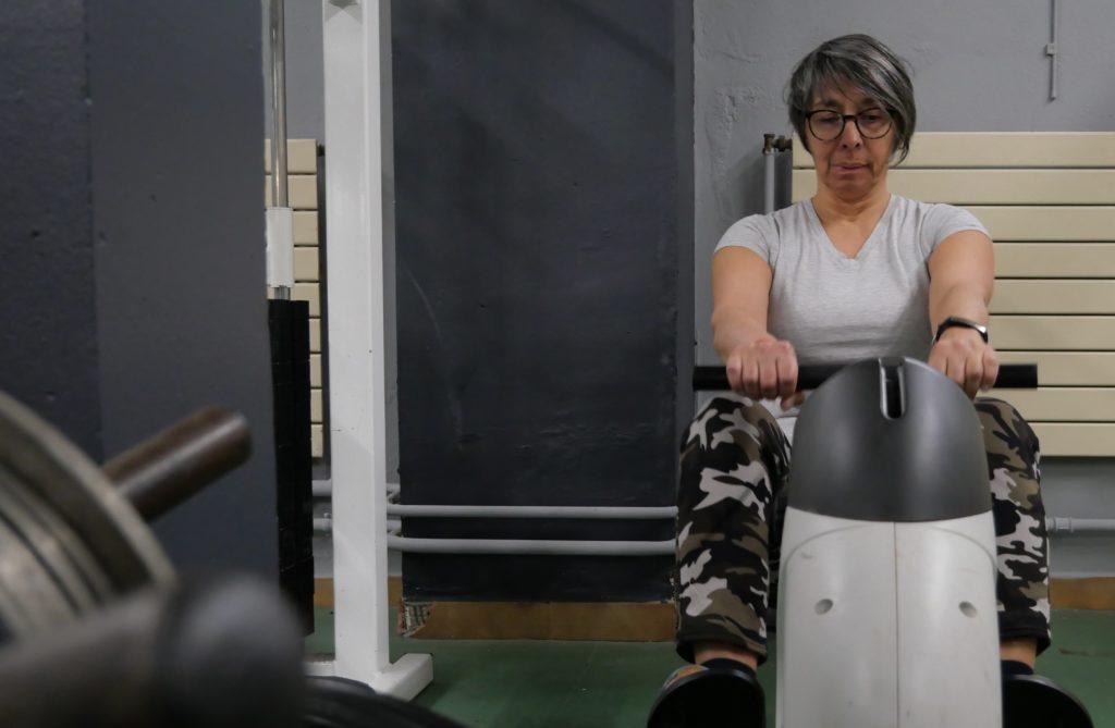 veronique au rameur, salle de musculation